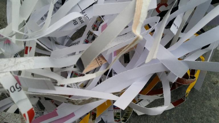 Papier im Streifenschnitt