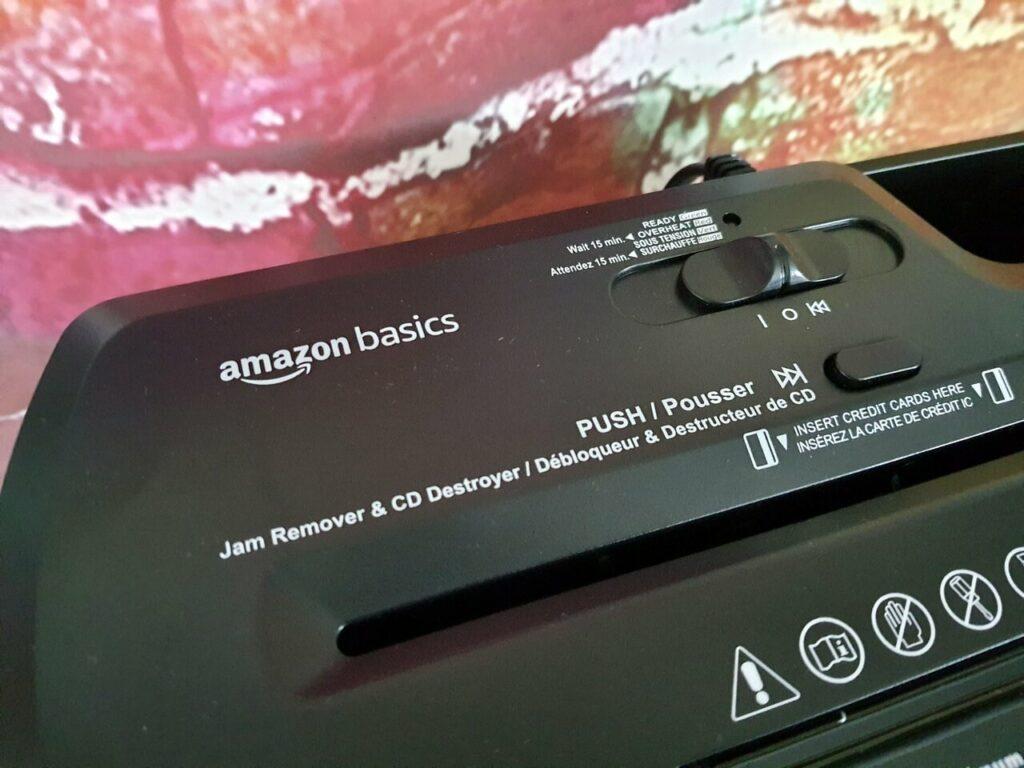 AmazonBasics Aktenvernichter mit Streifenschnitt Bedieneinheit