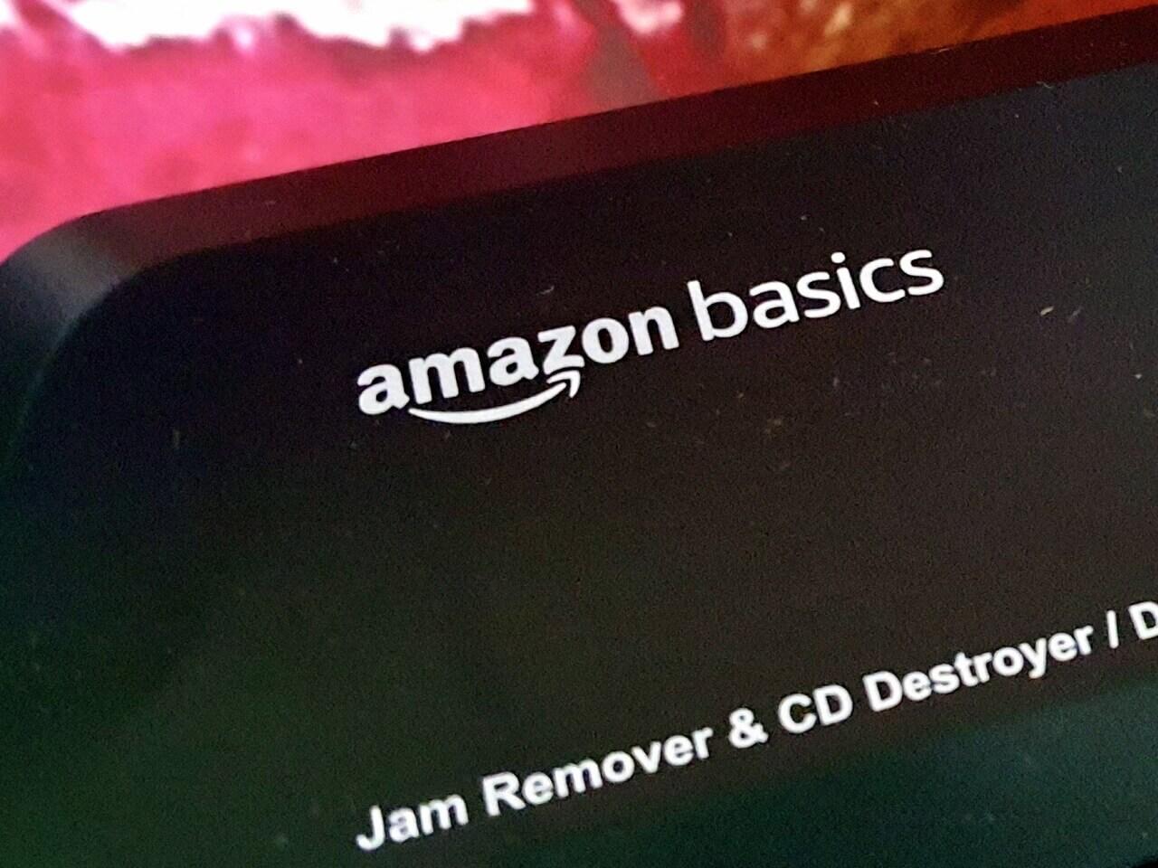 AmazonBasics Logo auf einem Aktenvernichter