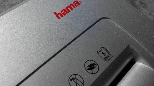 rotes hama Logo auf einem Aktenvernichter