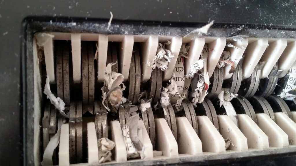 Rexel Aplha im Schredder-Detail